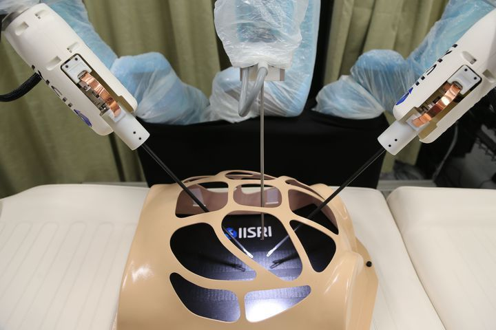 Robot with sense of touch to allow surgeons to operate remotely