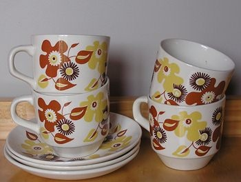 CROWN LYNN - RETRO CUPS & SAUCERS