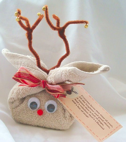 35 Easy DIY Gift Ideas That Everyone Will Love -- Fill it with bath goodies! How fun.