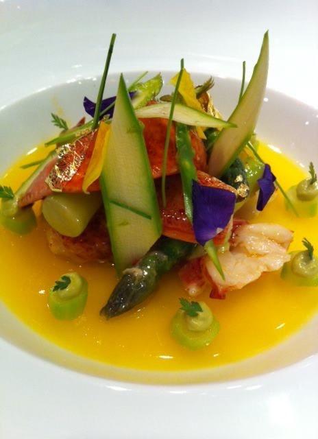 Le homard aux asperges vertes, oranges maltaise en fine gelée de Joel Robuchon