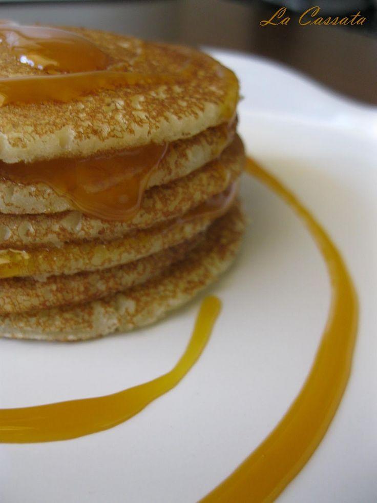 Ingredienti: 2 cucchiai zucchero 130 gr. farina (farina di riso, fecola) 1 uovo 1/2 cucchiaino sale 2 cucchiaini lievito per dolci 230 ml latte 20 gr. burro fuso per la decorazione: Top Fabbri allo zabaione senza glutine Tempo di preparazione: 10 min Preparazione. Ieri mattina mi sono svegliata e avevo in mente di fare i pancakes per la colazione. Avevo visto tanto tempo fa i pancakes di Memmea e da allora, di tanto in tanto, mi ricordo che non ne ho mai fatti e mai mangiati. Non so che ...