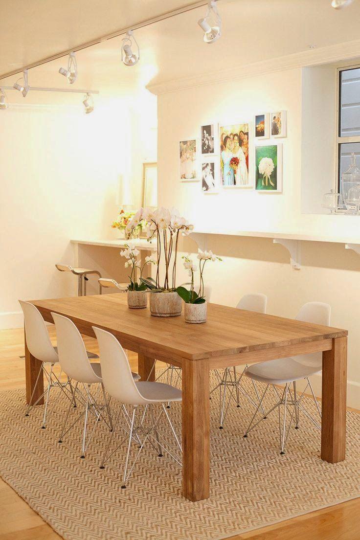 orquideas decorando o centro da mesa de jantar