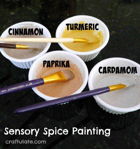 """💐Добавим ароматов!💐 Сенсорная живопись с использованием специй.  Сделать такую """"пряную"""" картину совсем несложно: в белую краску добавьте специи. Можно использовать кардамон, корицу, куркуму красный перец, какао - все, что есть у вас в кладовке  Перемешиваем краску со специями и начинаем творить. Аромат в процессе просто необыкновенный! А еще можно попробовать смешивать краски, чтобы получать новые цвета и ароматы.   Осторожно: специи очень сильно окрашивают! Используйте одежду, которую не…"""