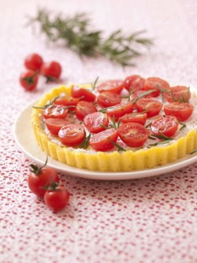 Tarte de polenta au chèvre frais et aux tomates cerises, une super idée de recette sans gluten