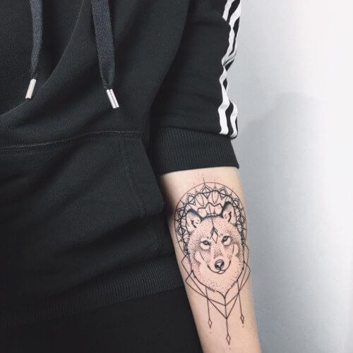 53 best images about wolf tattoos on pinterest wolves thighs and half sleeves. Black Bedroom Furniture Sets. Home Design Ideas
