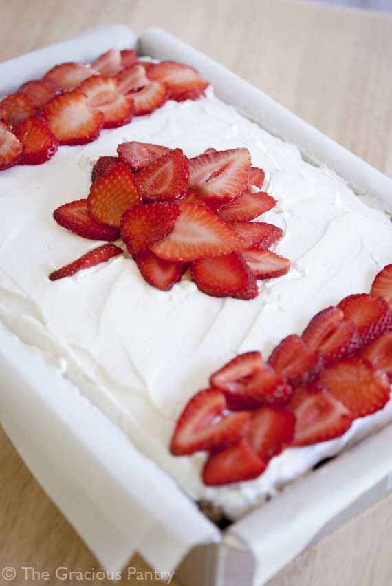 Decorate your cake with strawberries to make the Canada flag