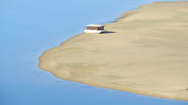 A cute little houseboat on the Keurbooms Lagoon viewed from La Vista Lodge in Plettenberg Bay. Perfect holiday in Plett!