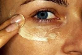 How to Decrease Under Eye Puffiness With Essential Oils | LIVESTRONG.COM