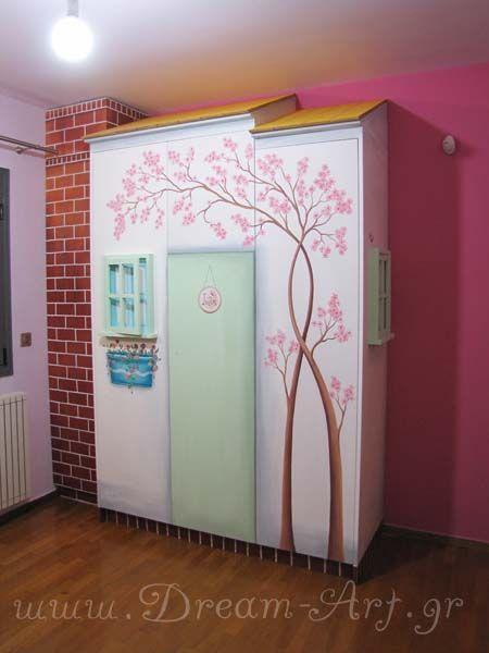 Ζωγραφική σε ξύλινη ντουλάπα παιδικού δωματίου