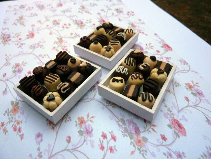 #chocolates tray magnet in #polymer #clay #handmade - Calamita vassoio di cioccolatini in fimo fatto a mano