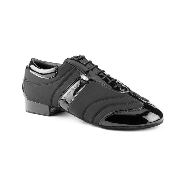 """Cool dansesko i højeste kvalitet med """"sneakers-look"""" fra PortDance. Modellen PD Pietro Braga Dansesneakers er fremstillet i sort lycra og lak og er især kendetegnet ved sit gode fit, fleksibilitet og komfort. En absolut kvalitetsdansesko!  Fåes hos Nordic Dance Shoes: http://www.nordicdanceshoes.dk/portdance-pd-pietro-braga-sort-lycra-dansesko#utm_source=pin"""