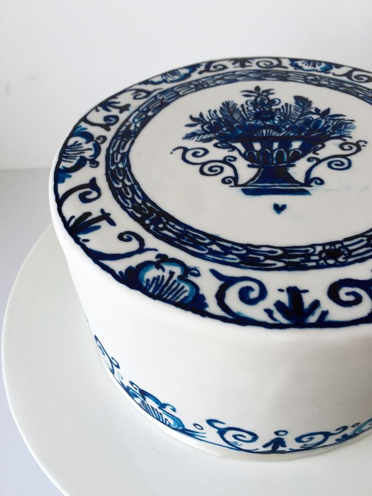 Delft blue cake handpainted in edible paint