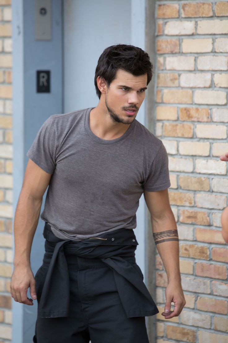 why taylor lautner is not your Let the taylor lautner gay rumors begin the former twilight star was spotted partying at two of west hollywood's hottest gay bars, the abbey and mother lode, over the weekend, and eyebrows are raised about whether the actor is gay according to radar online, taylor lautner was having a blast with.