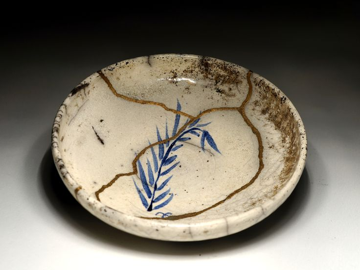 Painted plate with #kintsugi by MojaCeramika.pl