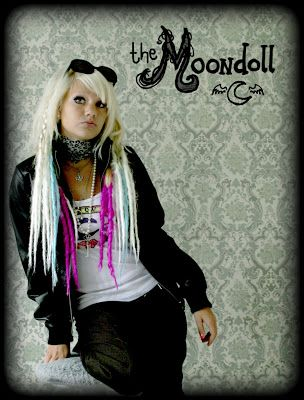 (the moondoll was my online username at the time for this pic)