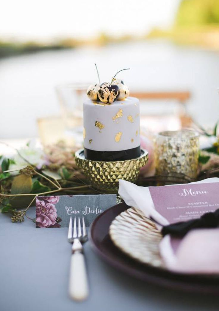 #AppleberryPress. Pink wedding, pink wedding menu, grey place card, floral wedding stationery, romantic stationery, romantic wedding theme. www.appleberrypress.com