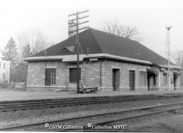 Location: Arnprior, ON  Railway Name: CANADIAN PACIFIC RAILWAY CO.  Date: 1972-04-00  Caption: Dismantled in 1981.