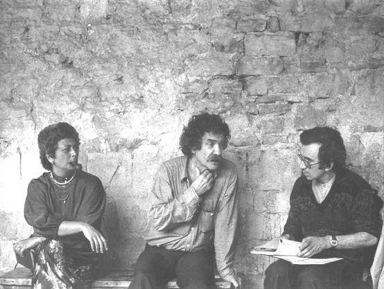 Benno Besson - Regista teatrale svizzero (Yverdon 1922 - Berlino 2006); allievo e assistente di B. Brecht. In questa foto con Giovanni Mongiano e Isa Danieli, a Spoleto, durante le prove di Edipo Tiranno.