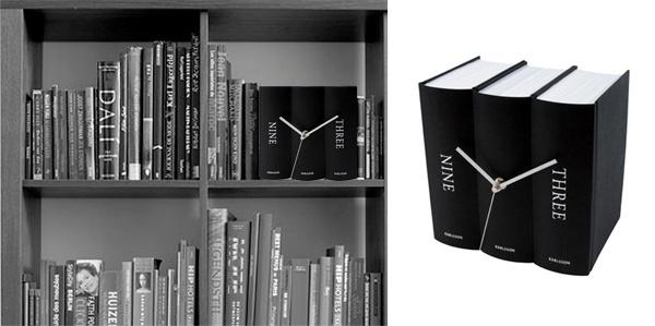 """""""Book Table Clock"""" es una forma divertida de ver la hora. Lo puedes disimular en tu librero o también ponerlo en el muro. $22,900"""