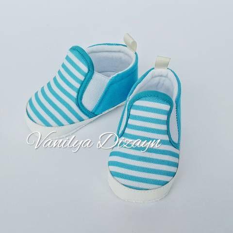Turkuaz mavi beyaz çizgili bağcıksız sneaker tarzı bebek patiği. sneakers, bebek converse, bebek ayakkabı