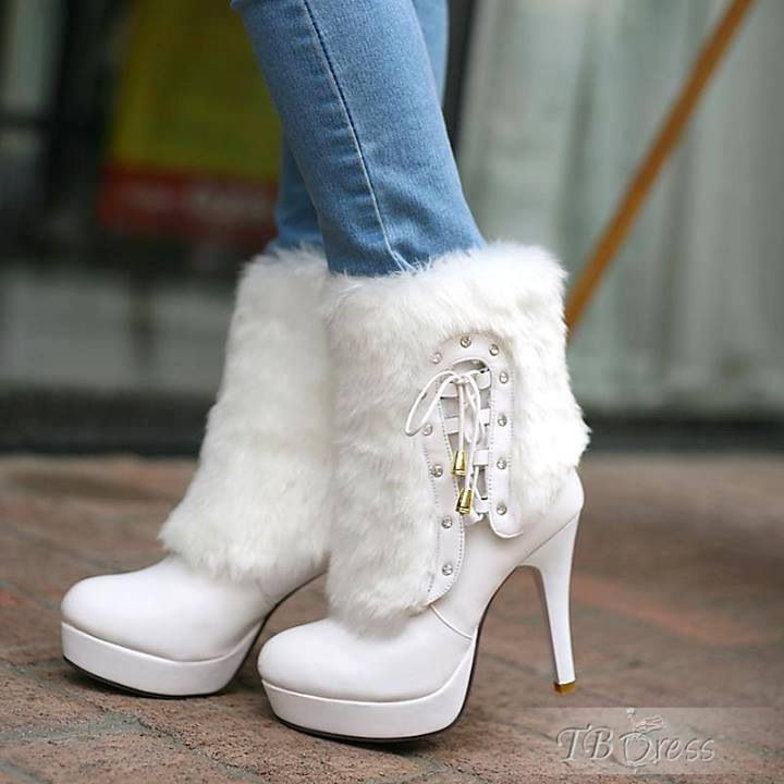 White ankle boots with fur
