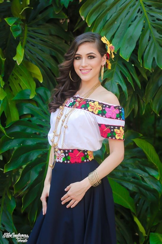 b927cc69e Vestidos estilo mexicano | Baquera en 2019 | Vestidos mexicanos ...
