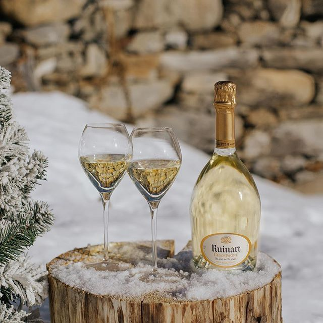 Delicious in all weather conditions #RuinartRendezvous #Snow #Winter #Chardonnay #Ruinart #Champagne #MadeInFrance This material is not intended to be viewed by persons under the legal alcohol drinking age nor in countries with restrictions on advertising on alcoholic beverages. ENJOY RUINART RESPONSIBLY.