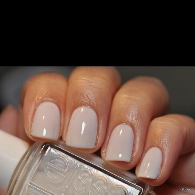 White Nail Polish In Winter: Essie Marshmallow Nail Polish