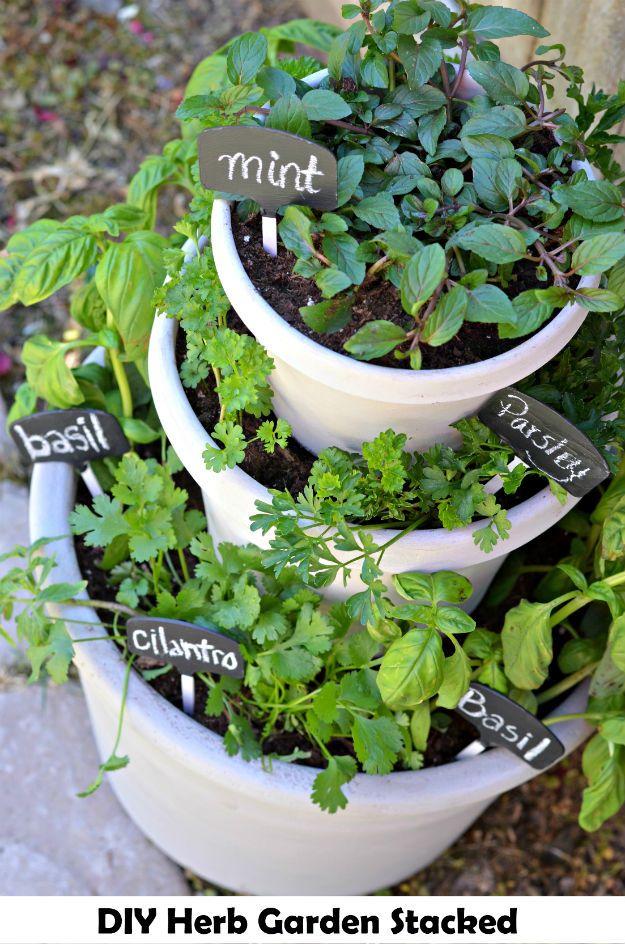 DIY Herb Garden Stacked - http://www.diyamazingideas.com/diy-herb-garden-stacked/