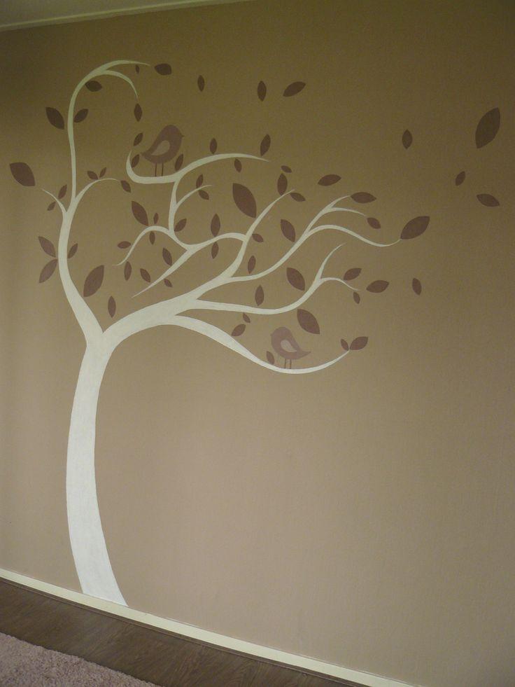 Muurschildering babykamer Witte boom met 2 vogeltjes. De kleuren zijn afgestemd op de kleuren in de kamer. Bekijk ook mijn Facebookpagina:  https://www.facebook.com/esthersmuurschilderingen/