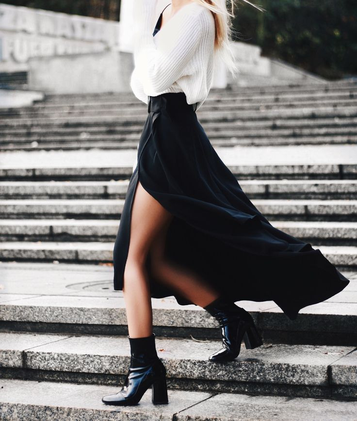 ❥❥❥❥❥ black boots, white shirt, black skirt with slit