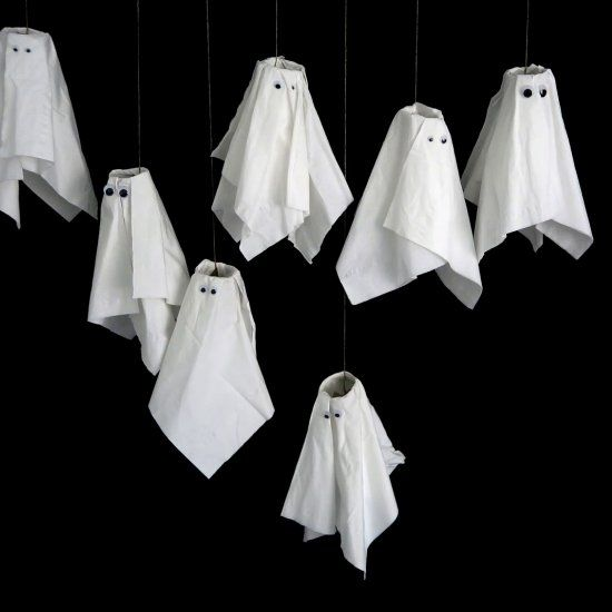 Quick, easy and fun Halloween ghosts made of every-day materials! Easy enough to…