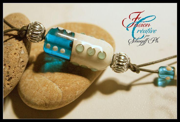 Détail Collier Turquoise-Ivoire. Perles de verre de Murano. Fait Main.