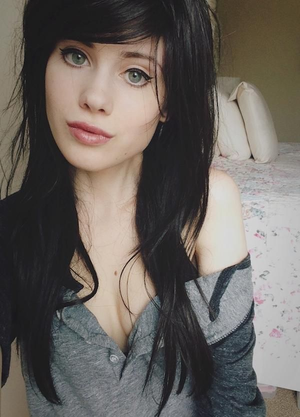 Get lost in some eyes (38 Photos) | Black hair green eyes, Dark hair, Dark hair bangs