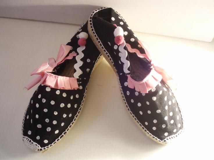 Bonitas y originales zapatillas de esparto artesanales con cuña de 3 cm, pintadas a mano y decoradas con abalorios