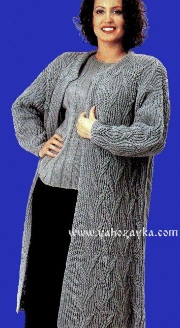 Теплое пальто спицами с аранскими узорами. Вязаные пальто спицами со схемами.