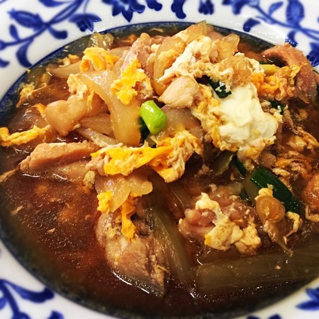 4月23日夕食メニュー ⚫︎鶏肉の親子煮 ⚫︎和風サラダ ⚫︎ワカメと葱の味噌汁 - 8件のもぐもぐ - 鶏肉の親子煮 by 下宿hirota&メゾンhirota