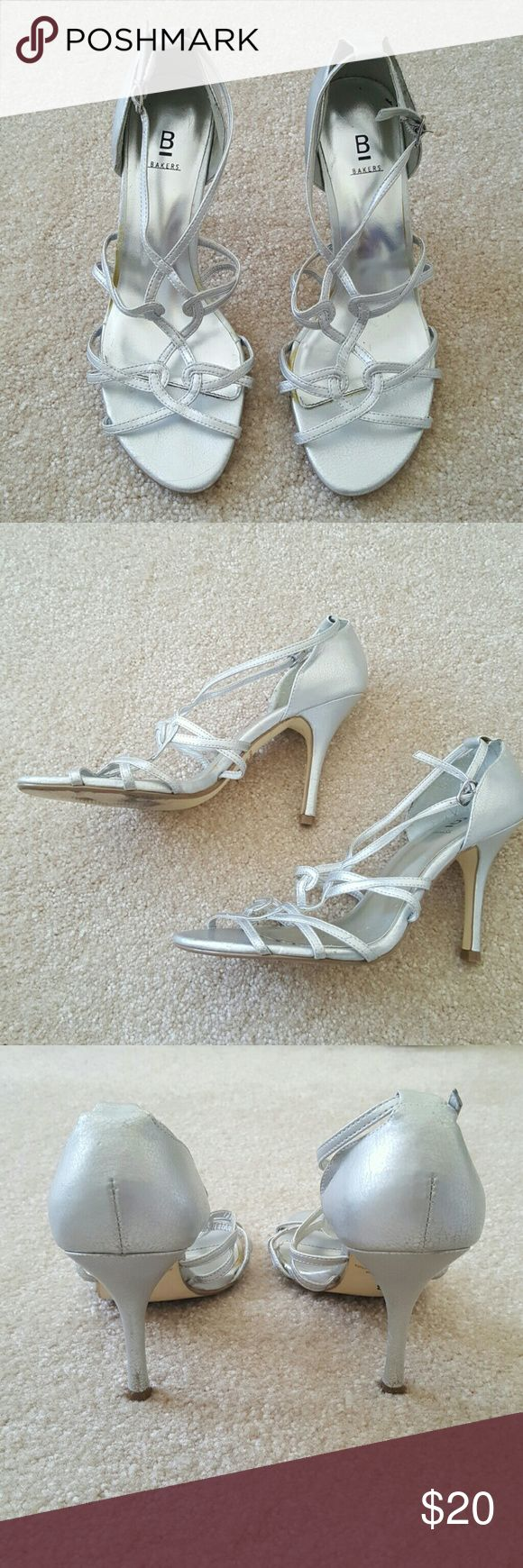 Bakers silver strappy sandal 🌀In great condition. Size 6.5 with 3.5 inch heel Bakers Shoes Sandals