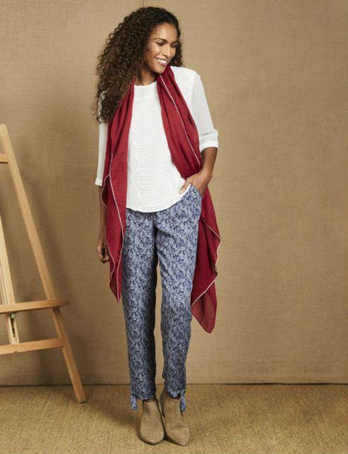 Белая блуза и брюки синие в цветочек - красивый комплект, красный шарф BL 184 Ivory - Photo-1