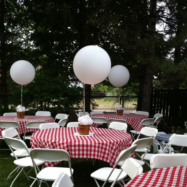 Just one big ballon as a centerpiece for shower tables