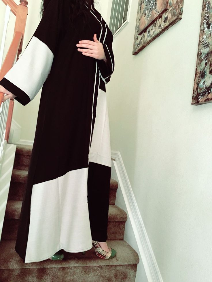 Dubai everyday abaya via Majdoolina. Click on the image to see more!