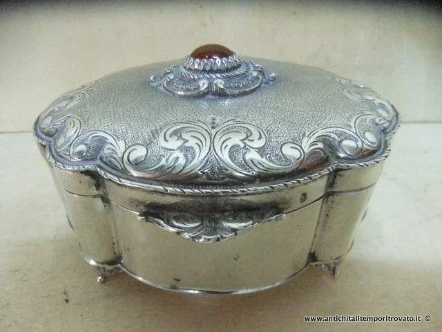 Argenti antichi - Oggetti vari in argento  Antica scatola portagioie in argento - Antico portagioie in argento con corniola Immagine n°1