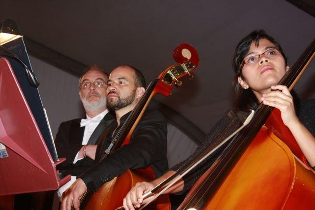 La Sinfónica rodando con la música.  Crédito Miltón Ramírez/MinCultura 2012