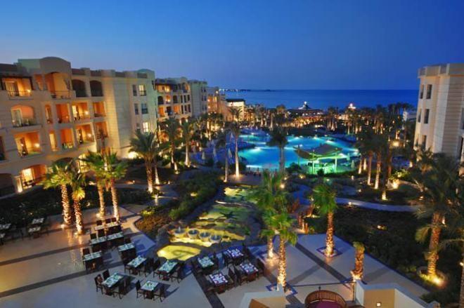 تمتع بإقامة رائعة في أفضل فنادق شرم الشيخ إنه فندق تروبيتال نعمة باى حيث يقع فندق تروبيتال شرم الشيخ ذو الـ5 نجوم في قلب خليج نعمه ويتميز بشاطئ خاص في شرم