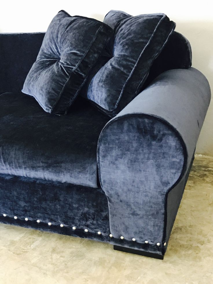 17 meilleures id es propos de canap de velours bleu sur pinterest canap en velours bleu. Black Bedroom Furniture Sets. Home Design Ideas