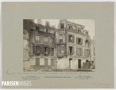 Façade sur cour d'une maison contiguë au 39bis rue Greneta, Paris (IIème arr.). 23 juillet 1909. Union Photographique Française. Paris, musée Carnavalet.