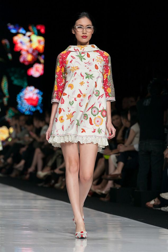 Batik Indonesia - Edward Hutabarat dalam fashion show Jakarta Fashion Week 2014, 20 Oktober 2013 – The Actual Style