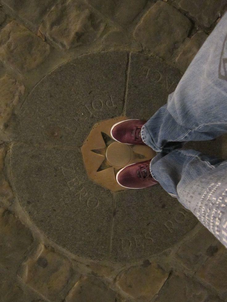 Point Zero 포앵제로, 파리의 노트르담 성당 앞에 있는 일종의 표식으로, 프랑스 거리 측정의 기준점이라고 한다. 하지만 아무 의미 없는 표식은 프랑스답지 못한 표식이 아닌가. 이 표식을 밟으면 파리에 다시 오게 된다는 전설 아닌 전설이 있다~