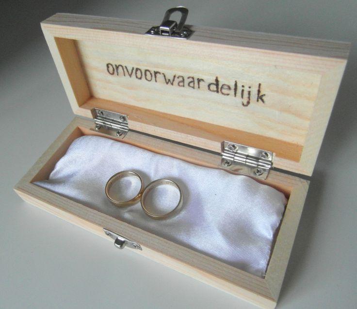 onvoorwaardelijk ringkussen bruiloft hout kistje www.joehoee.nl