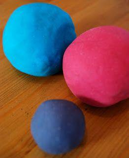 DIY. Recette de pate à modeler. Il est possible de remplacer la crème de tartre par du bicarbonate de sodium ou de la levure chimique. Voir également ici : http://www.momes.net/bricolages/pate-a-modeler-maison-recette.htm